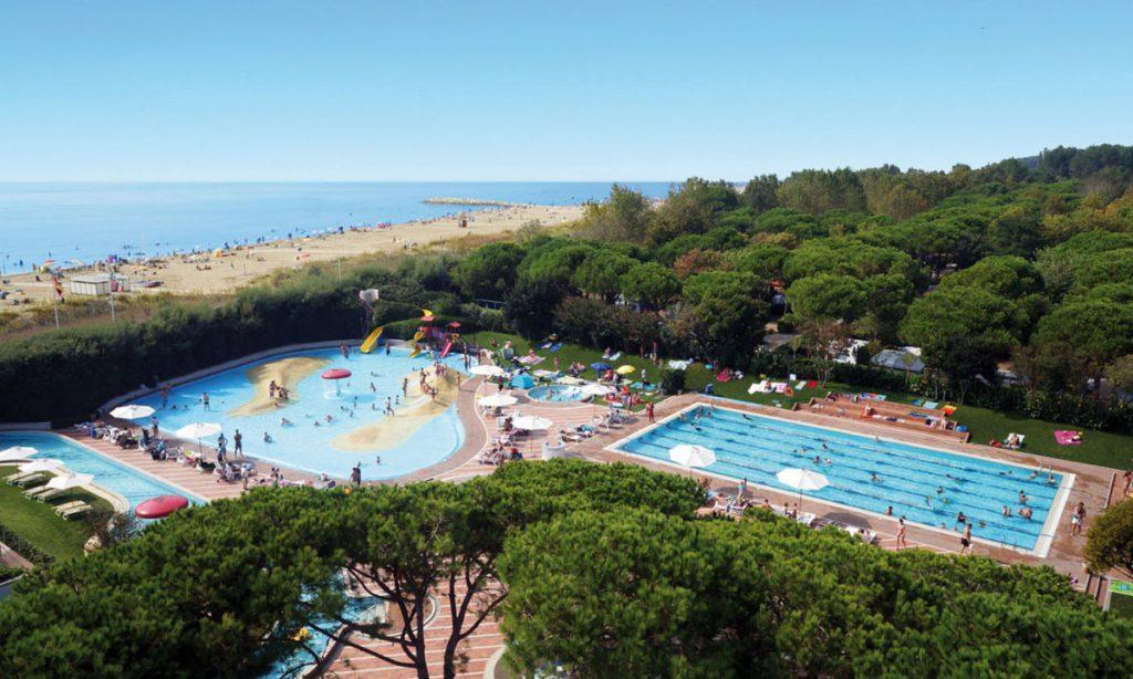 Zwembad en zee